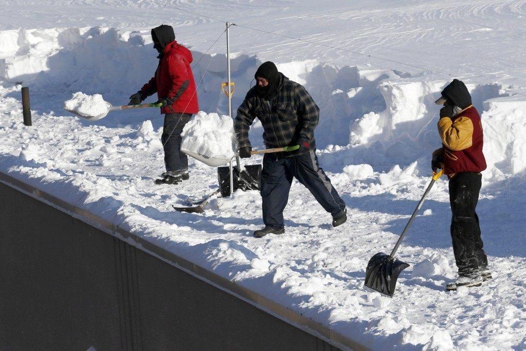 Машина для уборки снега на даче купить