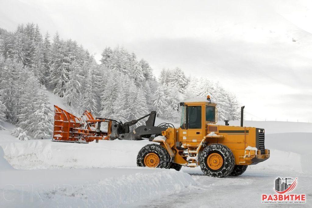 Механизированная уборка снега во дворах